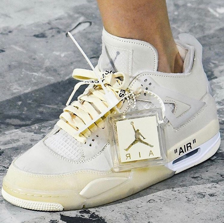 Off-White x Air Jordan 4
