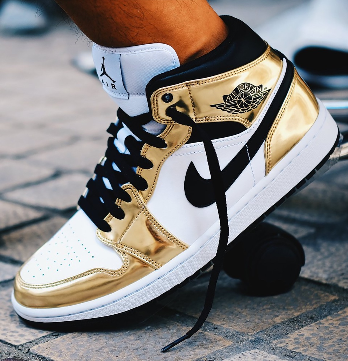 Air Jordan 1 Mid Metallic Gold prezzo 125€