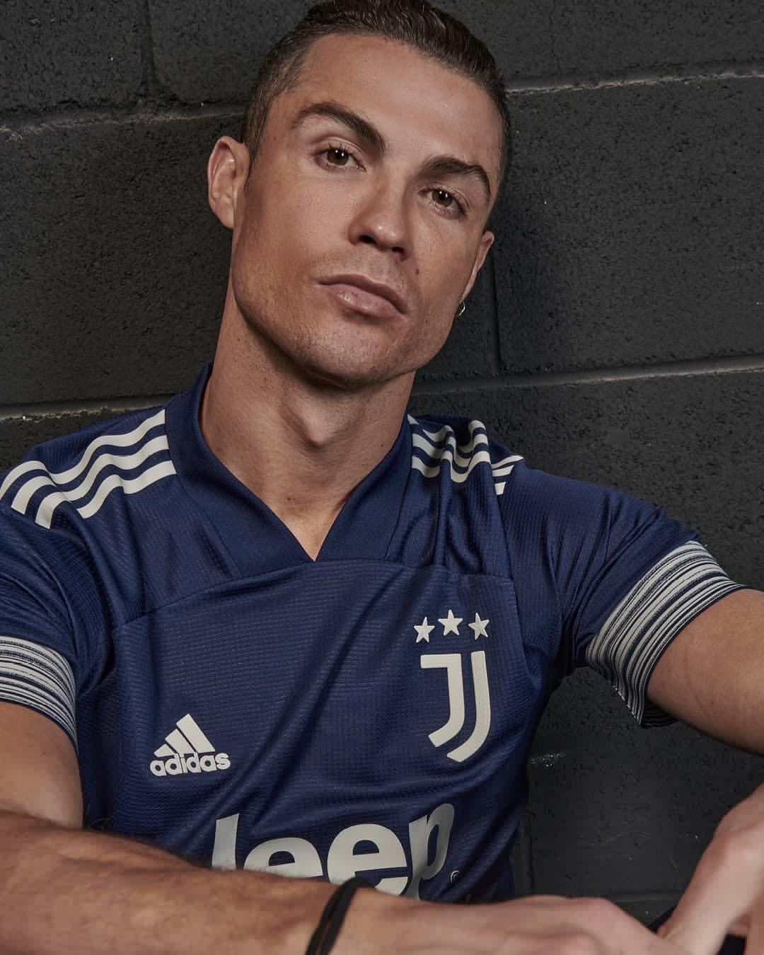 Cristiano Ronaldo indossa Juventus Kit Away 2020/2021