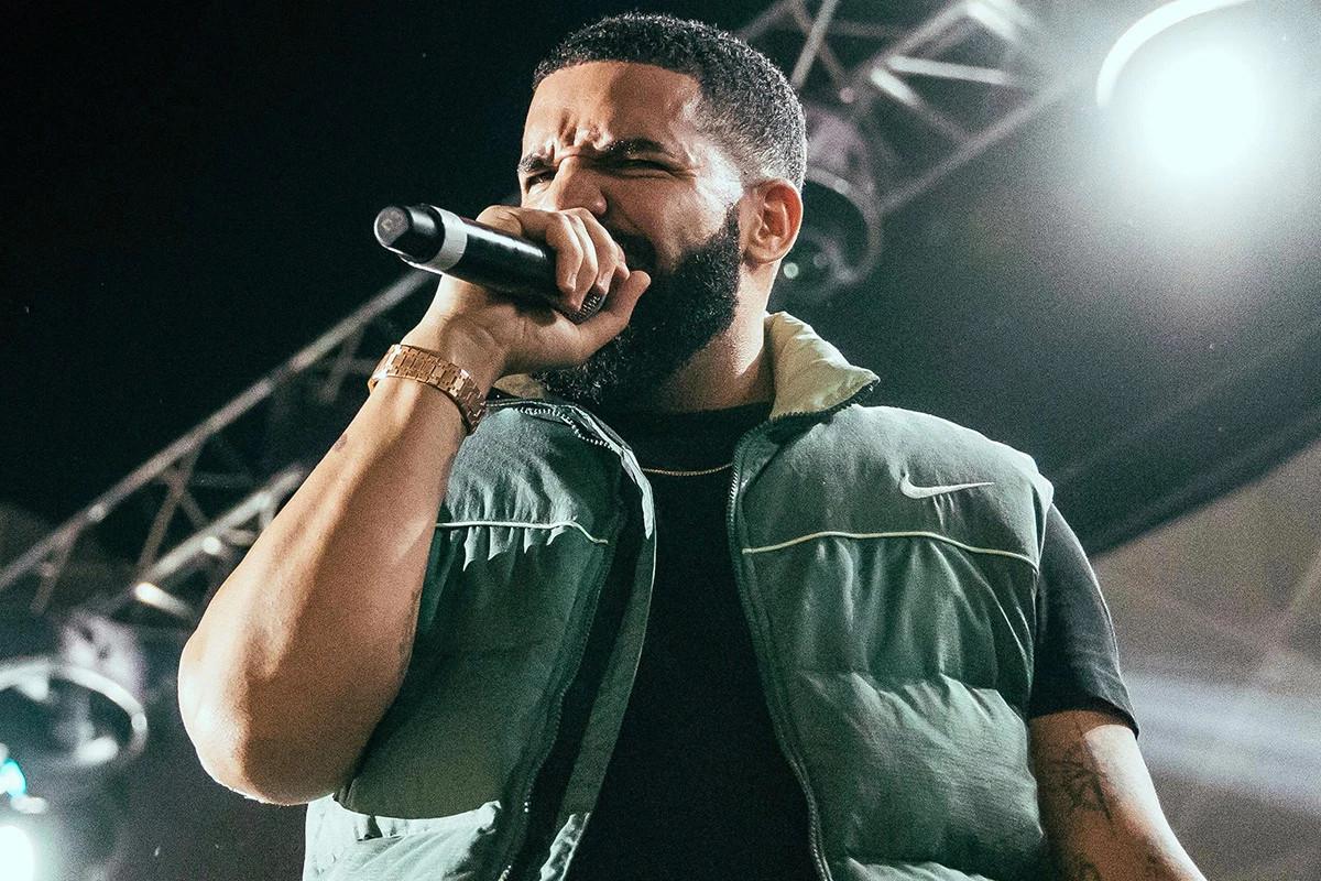 Drake Nike smanicato