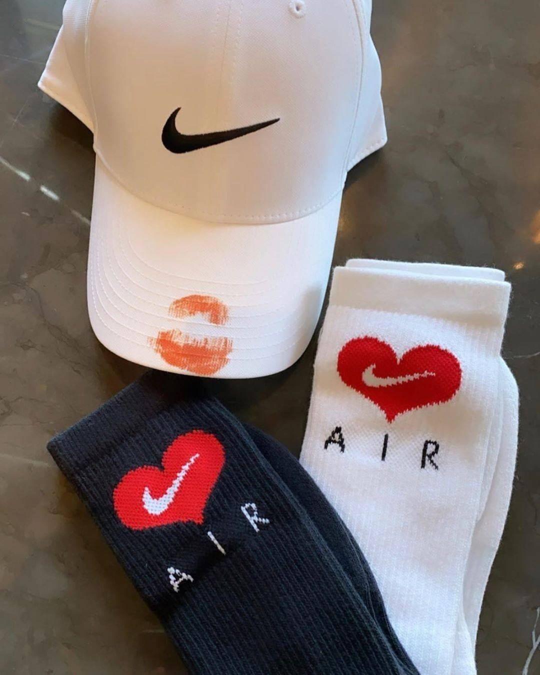 Drake Nike Certified Lover Boy Merchandising cappellini e calzini