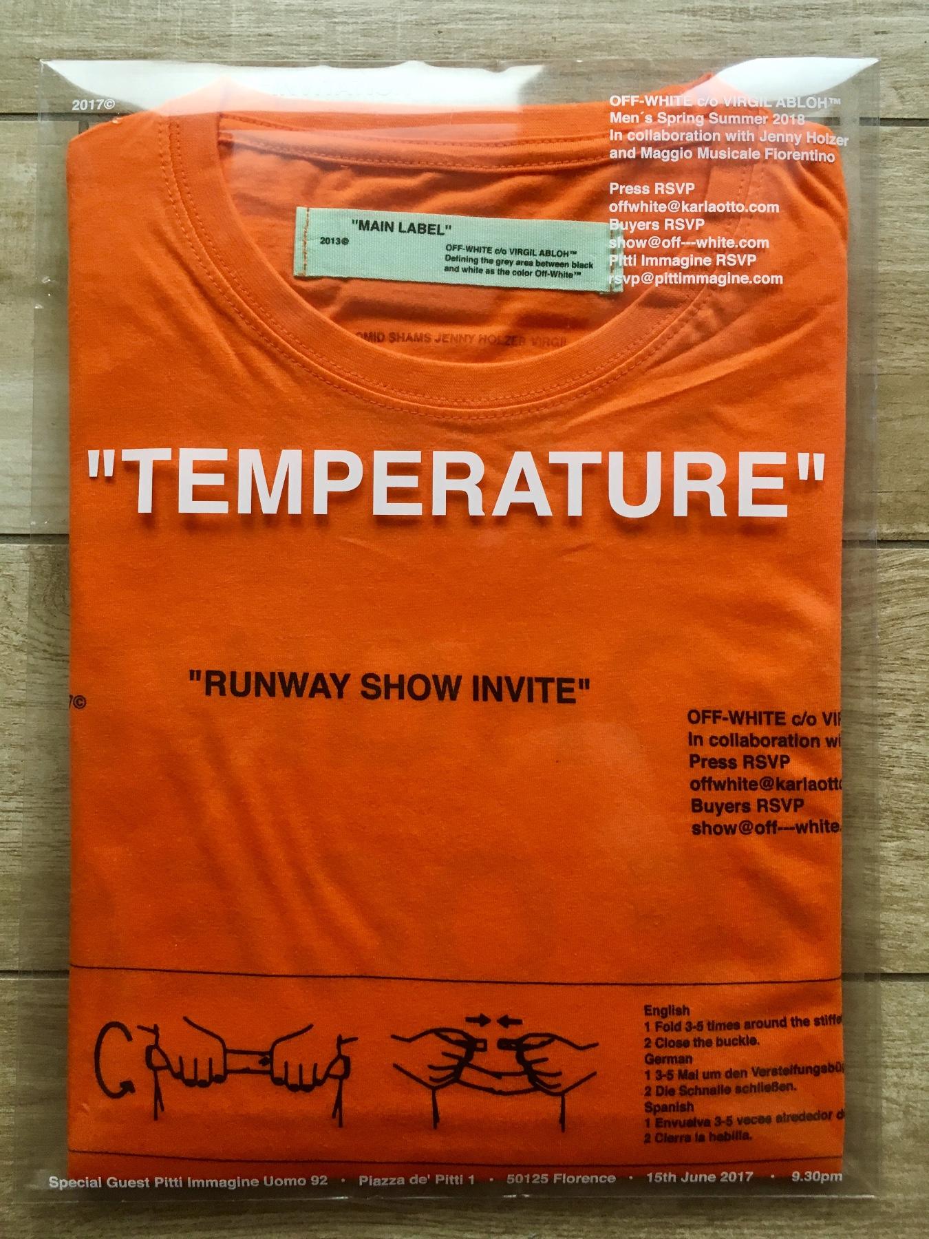 Invito Off-White T-shirt