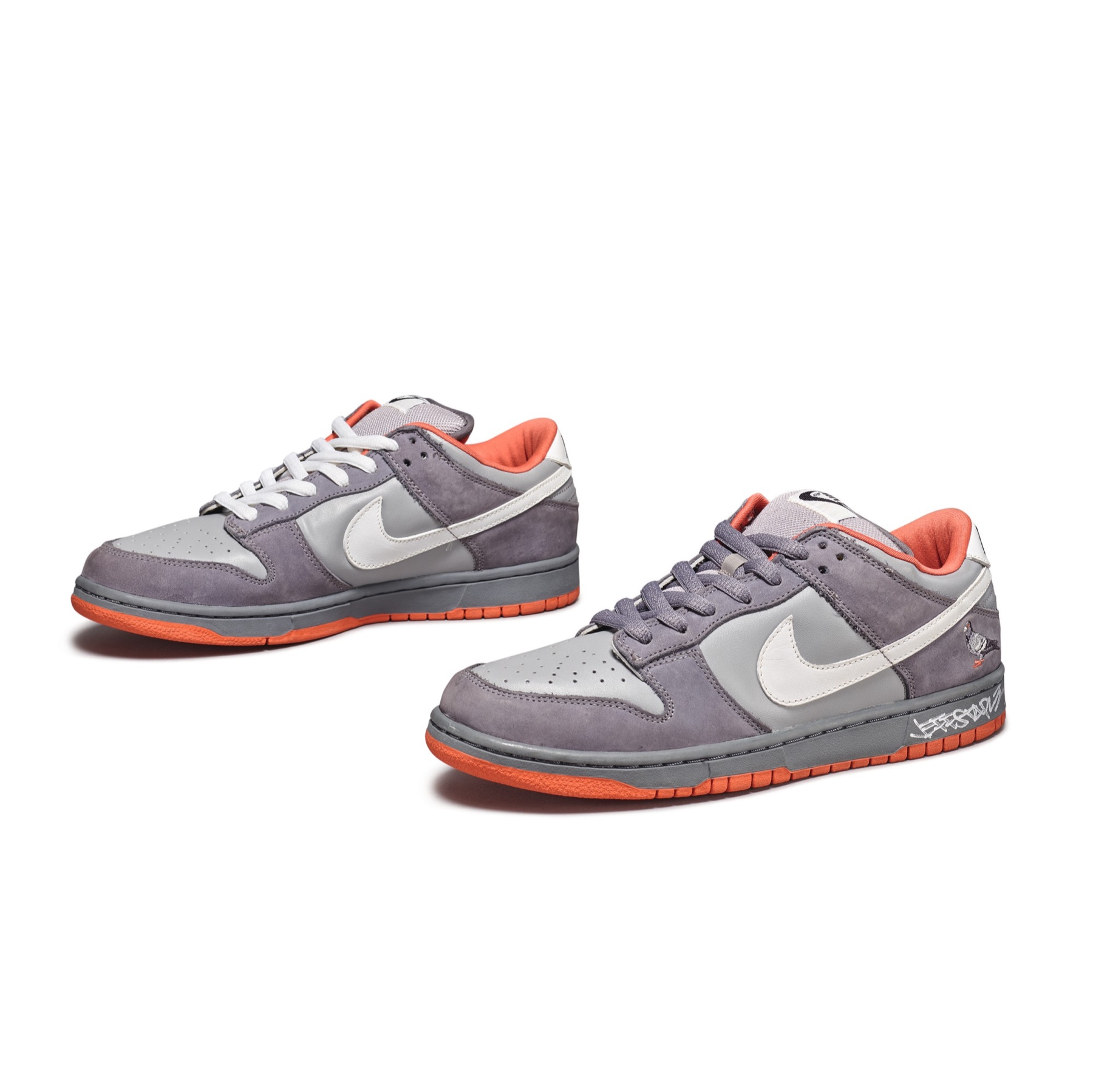 Jeff Staple x Nike SB Dunk Low NYC Pigeon (Paio Autografato)