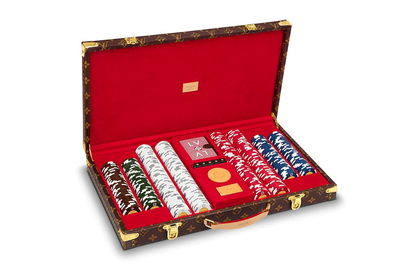 Monogram Poker Case di Louis Vuitton