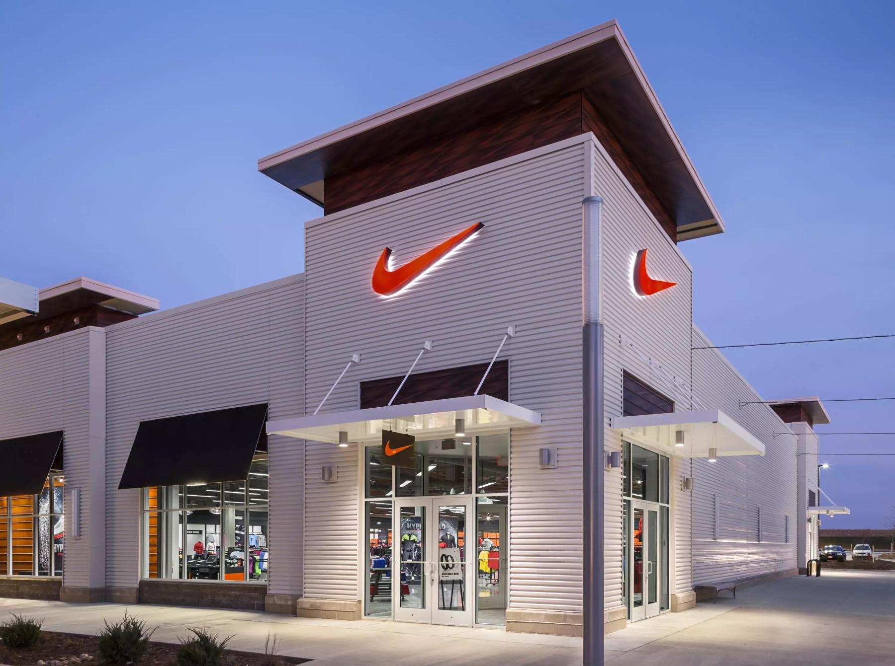 Nike store 4K