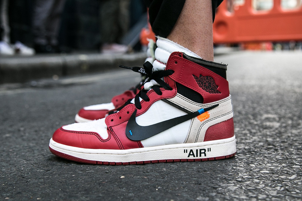 Off-White Air Jordan 1 Chicago Street Style
