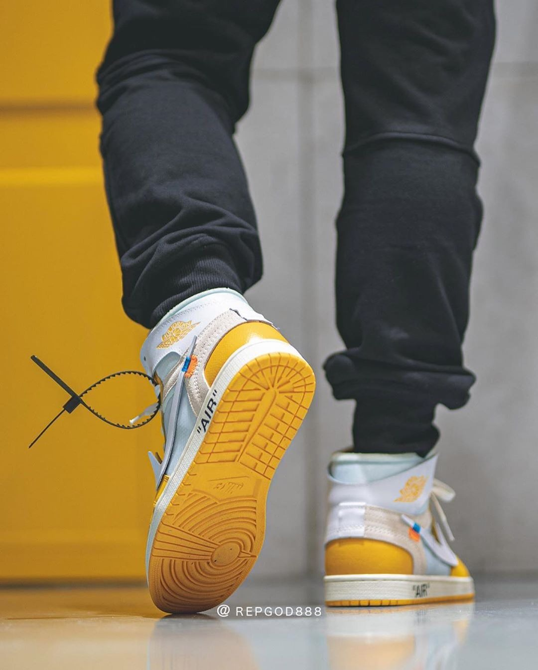 "Off-White x Air Jordan 1 ""Canary Yellow"" Zip Tie"