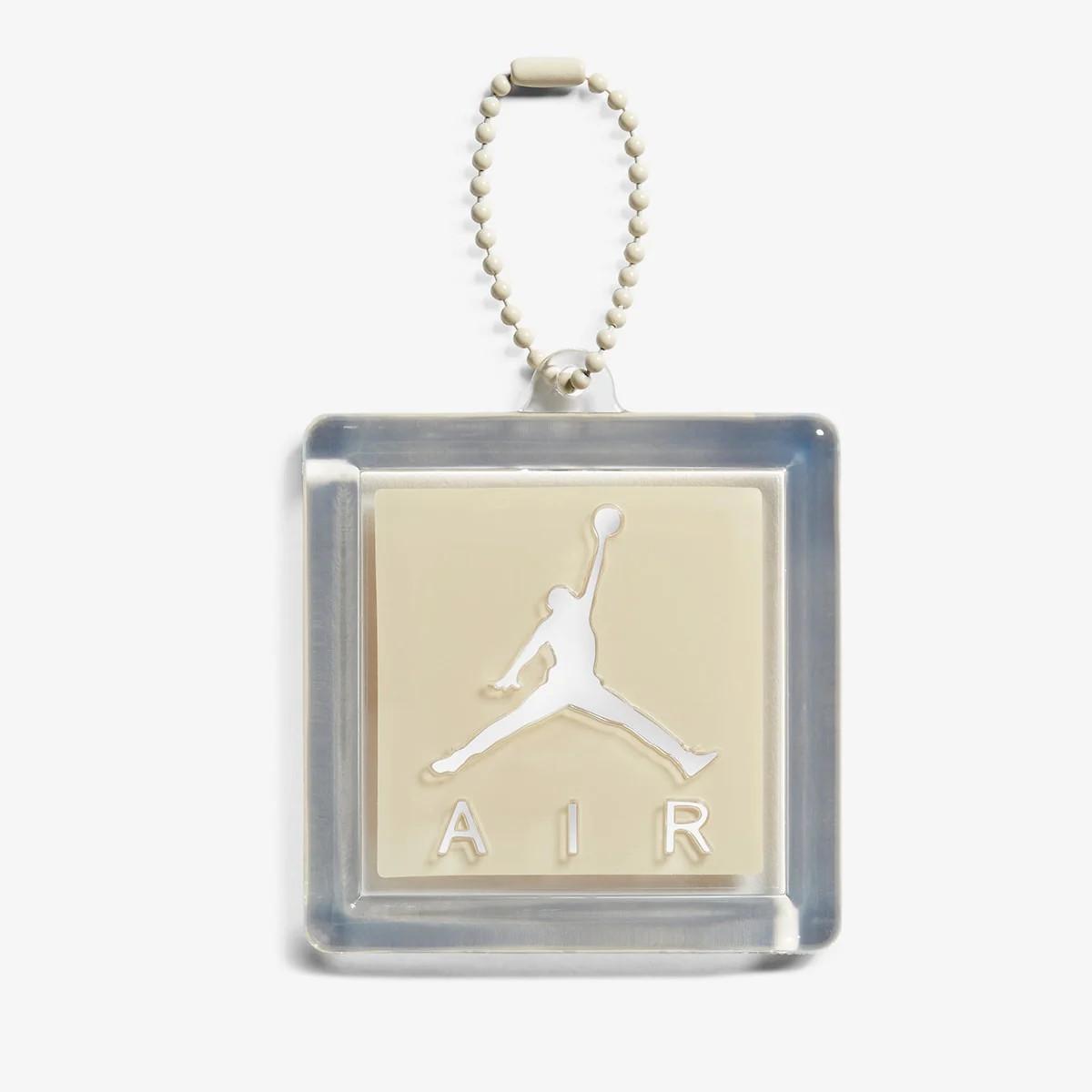 Tag Jumpman Logo Off-White x Air Jordan 4 Sail