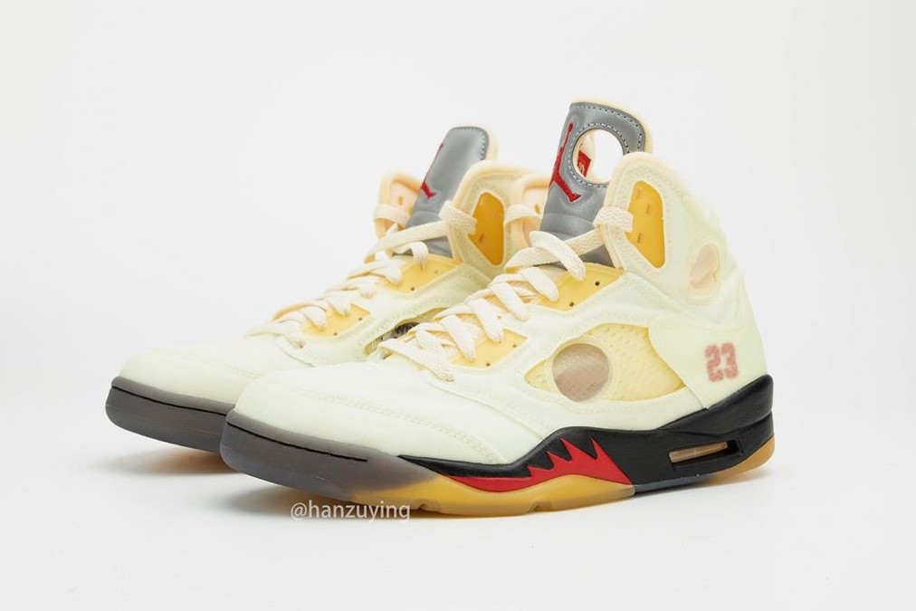 "Off-White x Air Jordan 5 ""Sail"" Midsole Nera e Rossa"