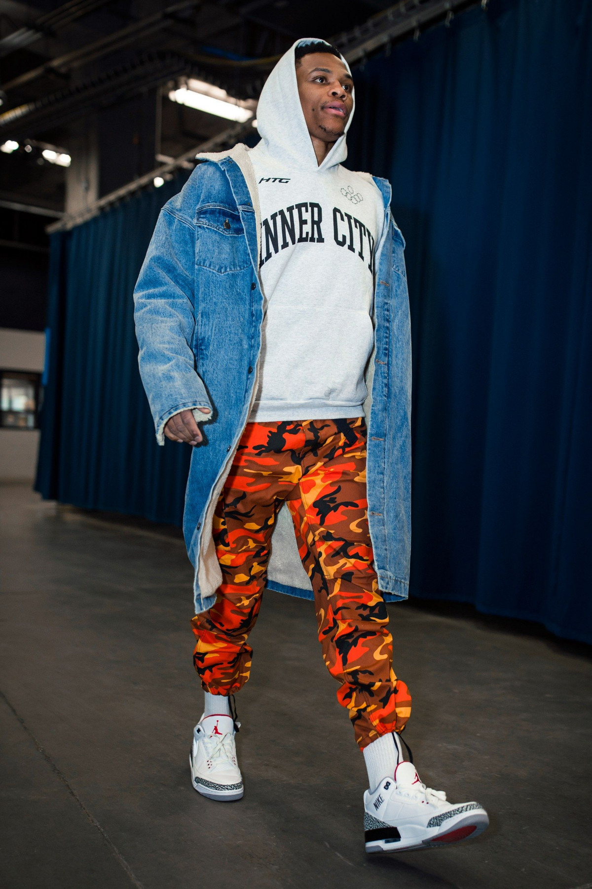 Russell Westbrook outfit camo orange pant