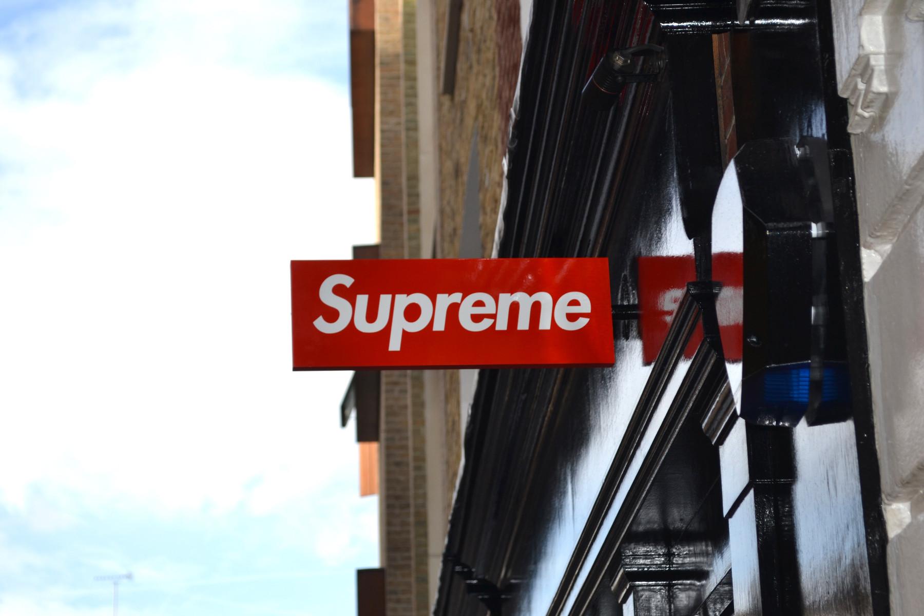 Supreme store insegna