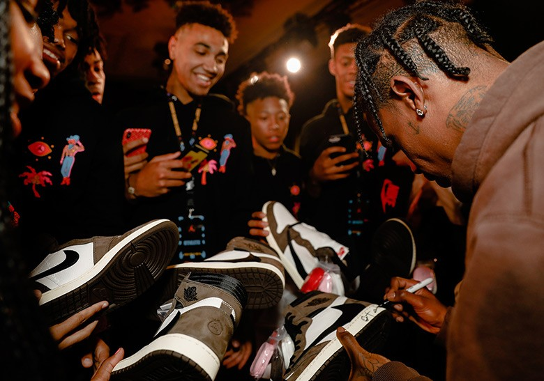 Travis Scott Nike firma Air Jordan 1