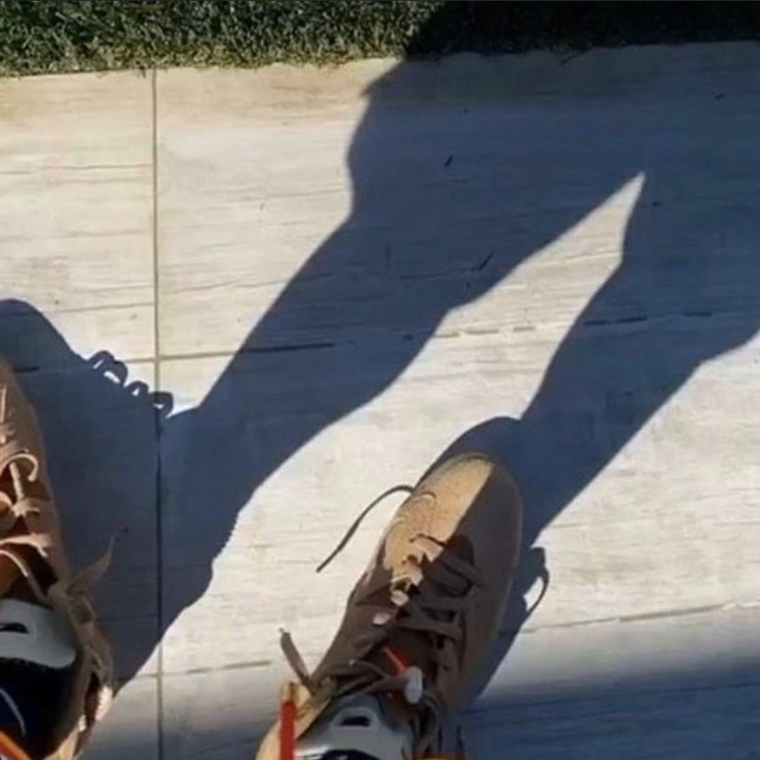 Travis Scott indossa Air Jordan 6 Sand