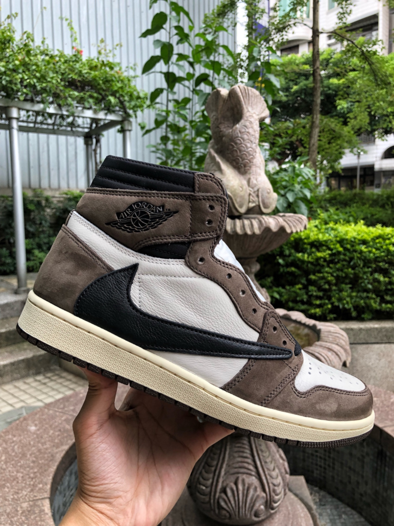 Travis Scott x Air Jordan 1 High