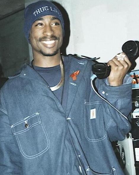 Tupac indossa Carhartt
