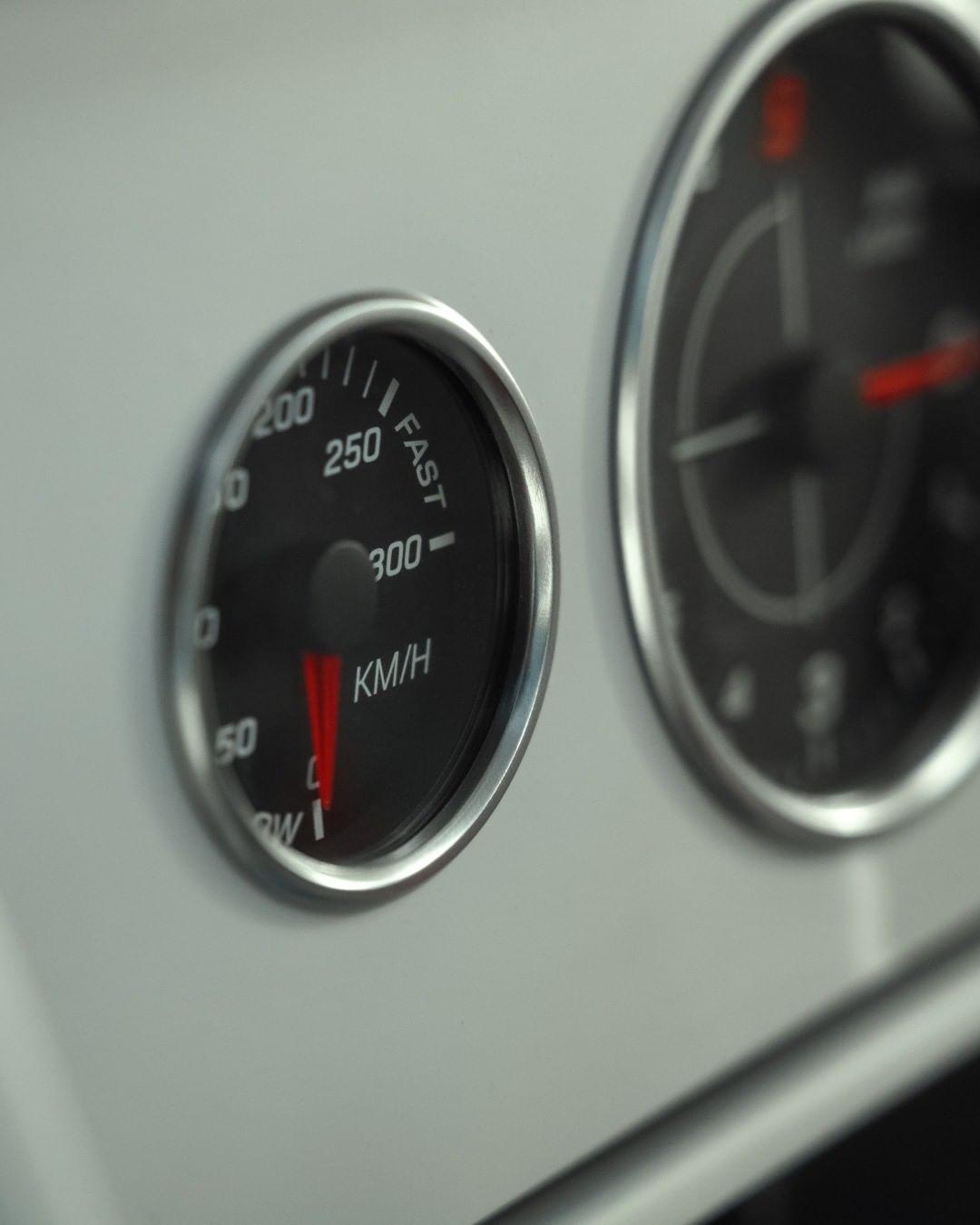 Virgil Abloh x Mercedes-Benz suv contachilometri