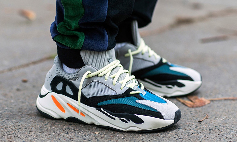 adidas YEEZY BOOST 700 OG Wave Runner Black Friday 2019
