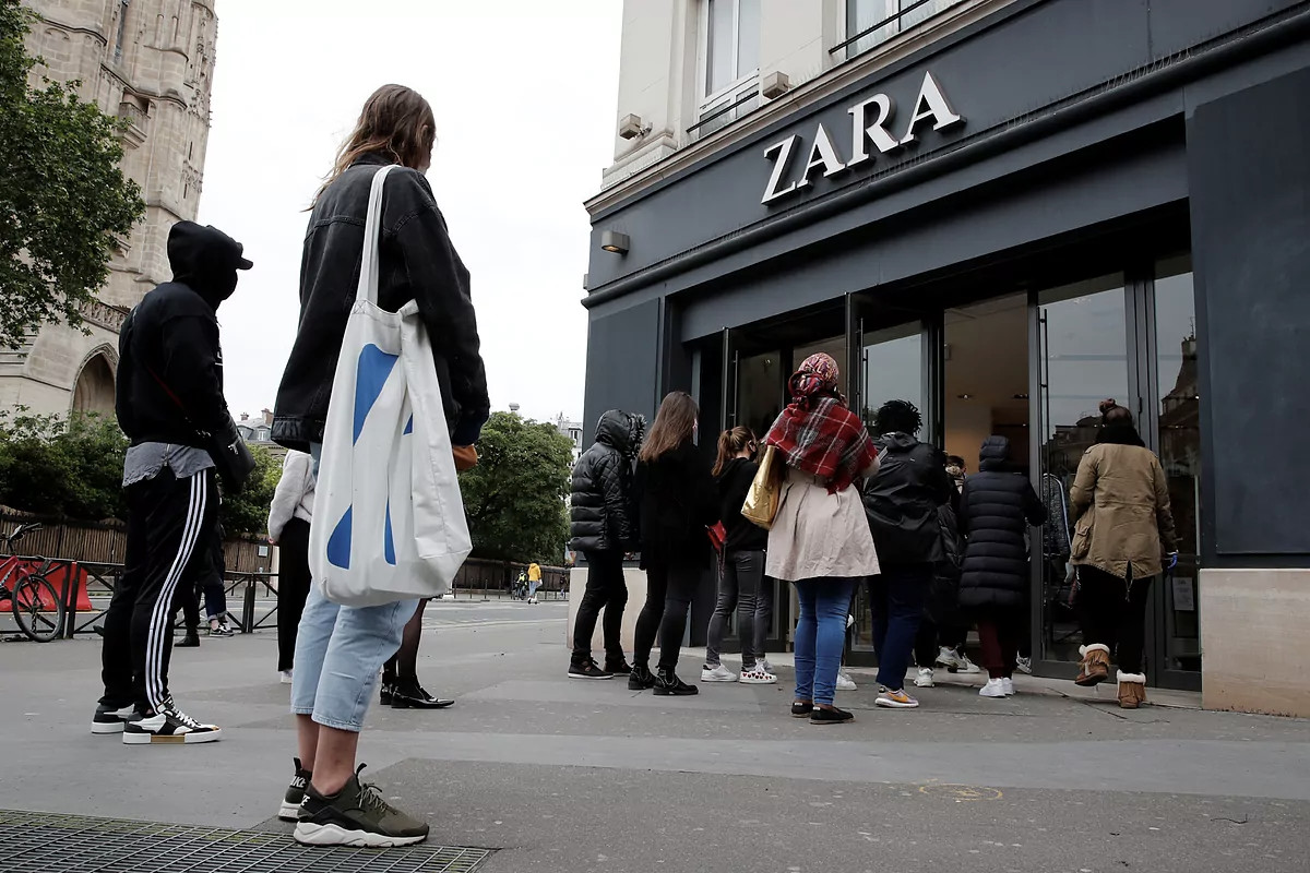 Zara shopping queu
