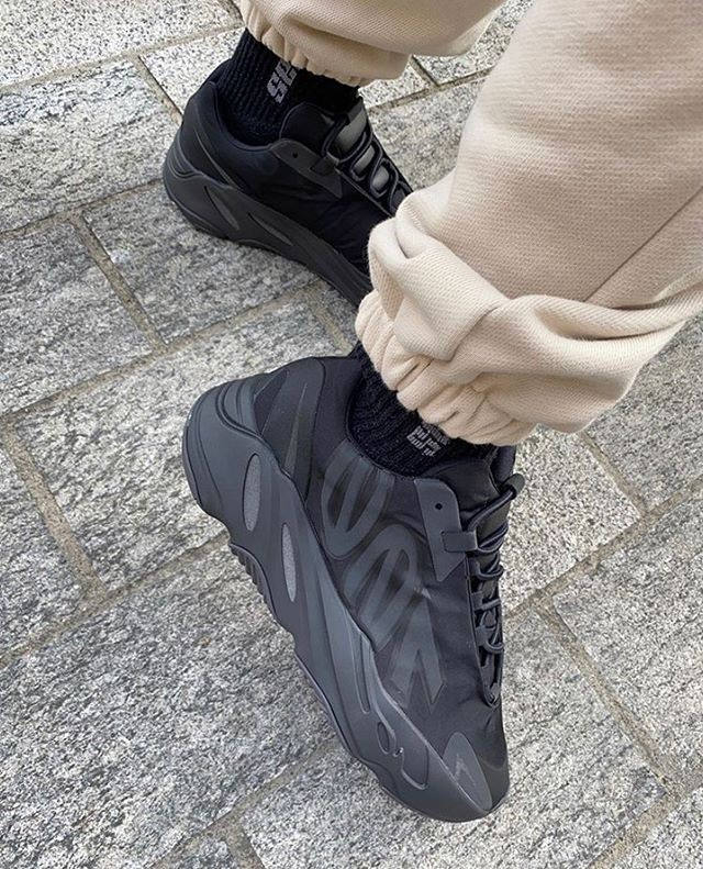 "adidas YEEZY BOOST 700 MNVN ""Triple Black"""