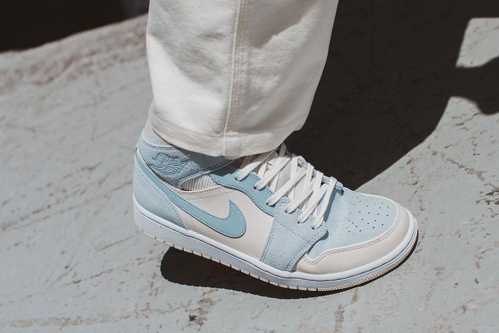 Air Jordan 1 Mid blu colorblocks suede