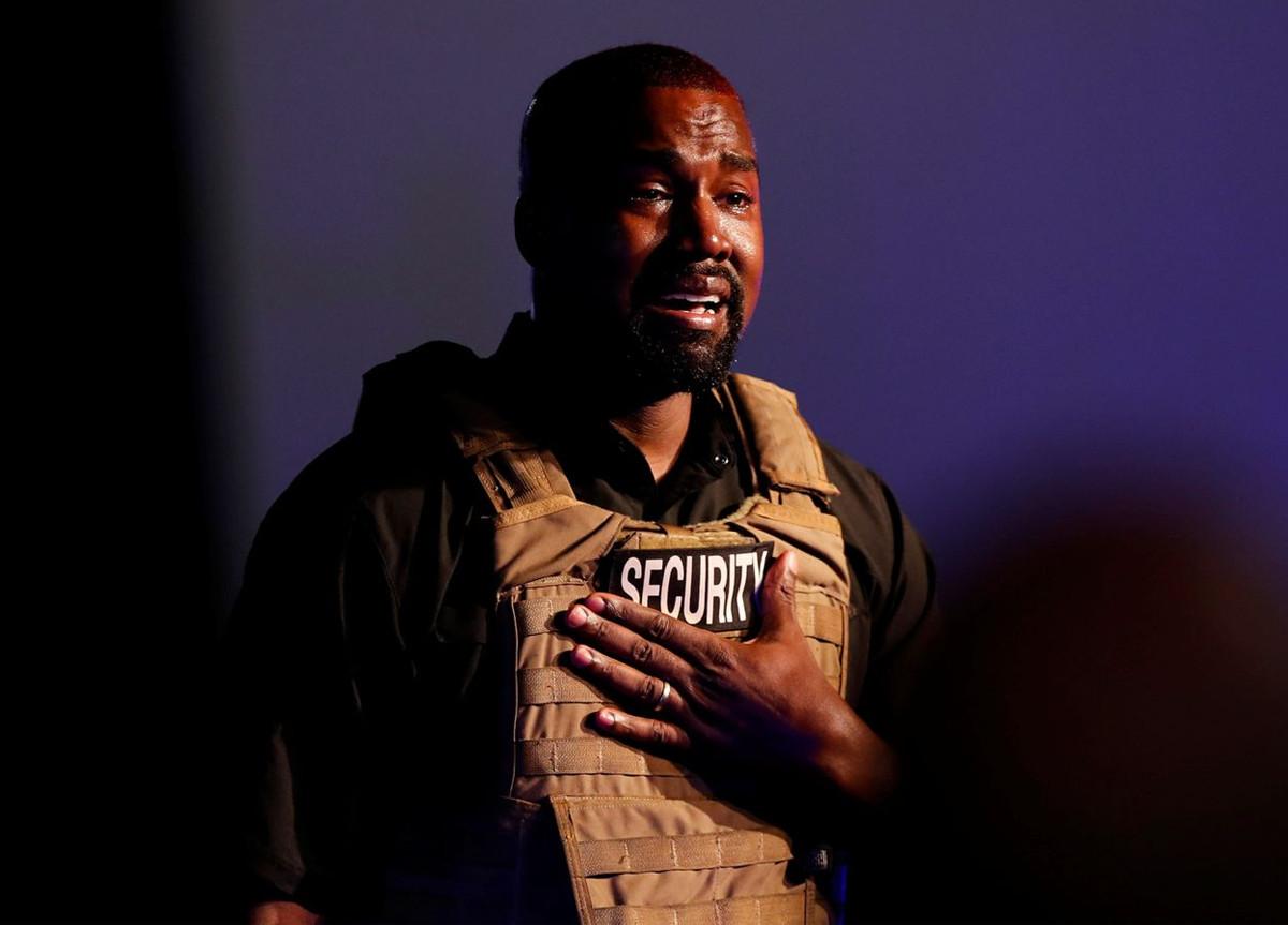 Kanye West comizio con giubbotto antiproiettile