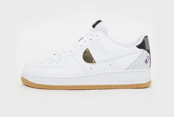 """Nike Air Force 1 Low """"NBA"""": La sneaker che omaggia il campionato ..."""